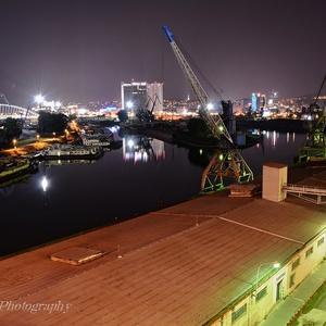 Bratislavský prístav v noci