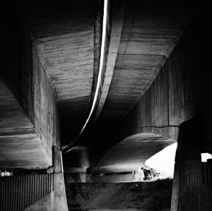 Pod diaľničným mostom