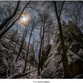 Noc medzi skalami