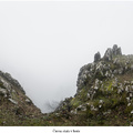 Čierna skala v hmle