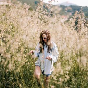 Medzi trávou