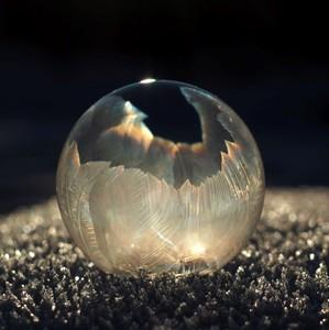 Krehký ľadový svietnik