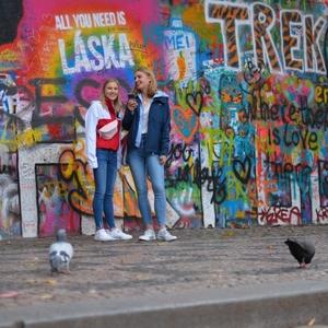 ...Lennonova zeď...