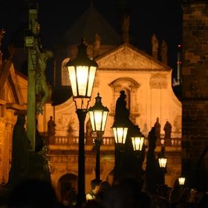 Světlo na Karlově mostě
