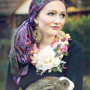 Dievča so zajacom