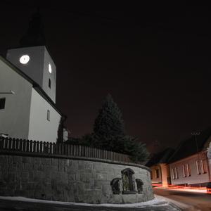 Kostol, večerná foto