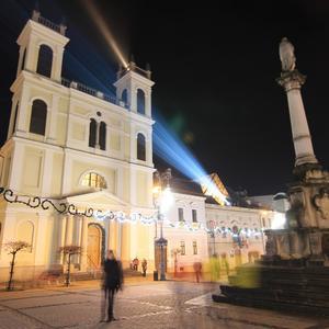 Kostol na namesti