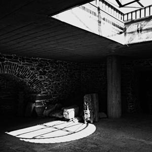 dole, v podzemí