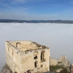 Spišský hrad v objatí hmly