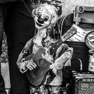 Klaun muzikant