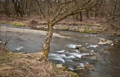 Jar v údolí rieky.