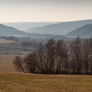 Panorama z údolia.