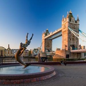 Ráno na Tower Bridge
