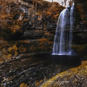 Henrhyd vodopad na jesen