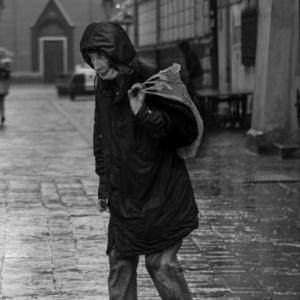 V dáždi