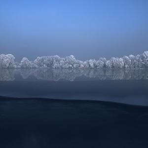 Mrazive rano na jazere