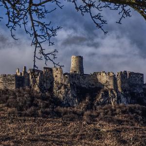 tajomný hrad v Karpatoch