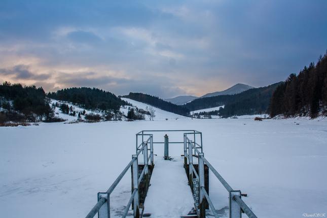 Zamrznutý rybník