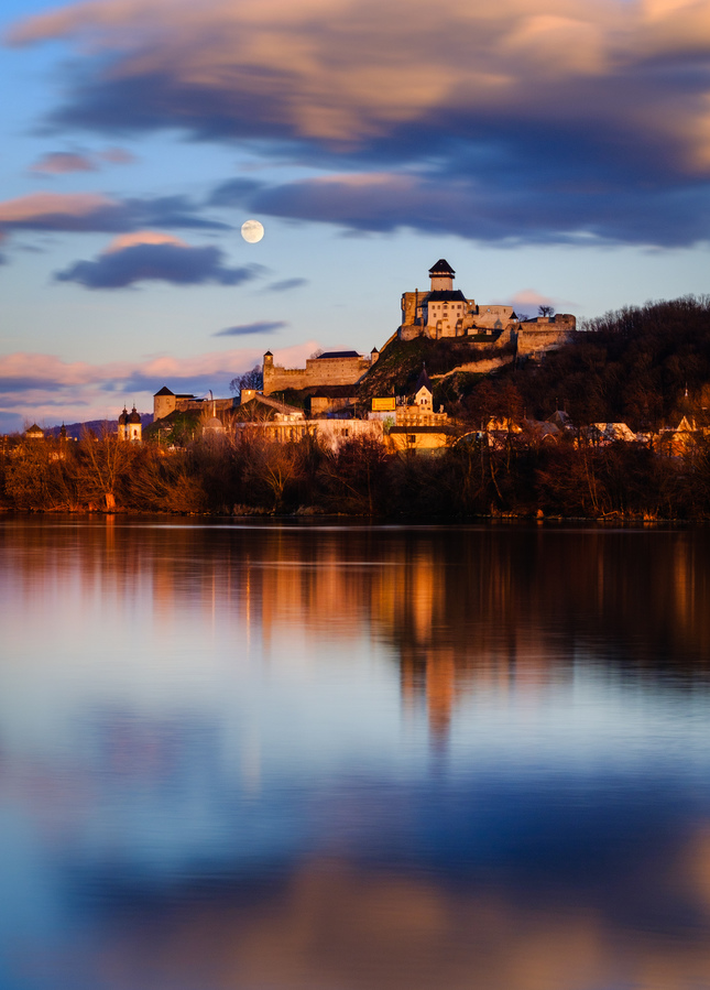 Mesiac a hrad
