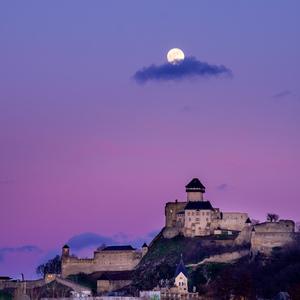 Mesiac a hrad 2
