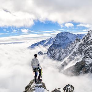 V objatí hôr