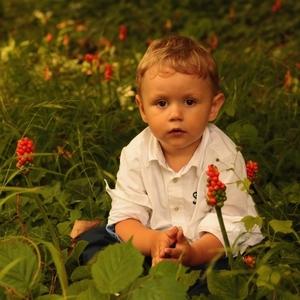 Chlapec medzi áronmi