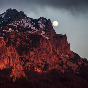 mesiac nad rozsutcom