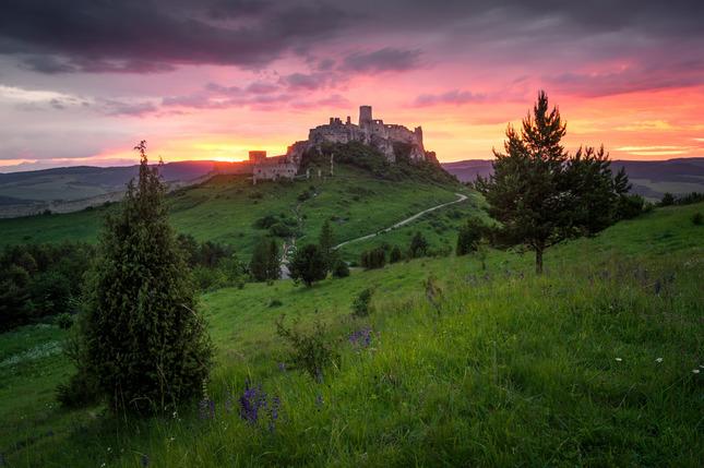 Západ pri hrade