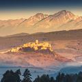 Spišský hrad v pozadí s Vysokými Tatrami