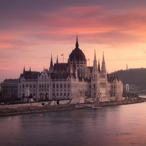 Na krasnom zlatom Dunaji..