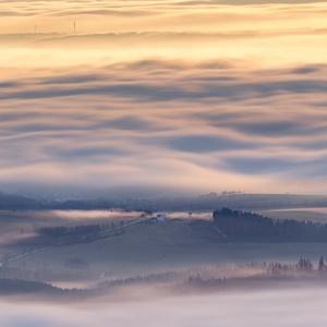 Země v oblacích
