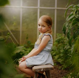 Dievča v skleníku