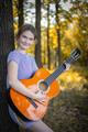 S gitarou v lese