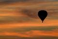 Balón pri západe slnka