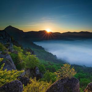 Prvé lúče ranného slnka