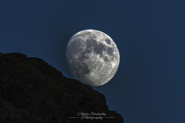 Mesiac na dosah...