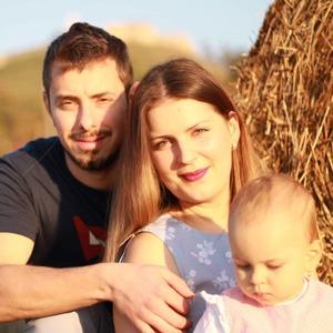 Krásna rodinka za zrúcaninou