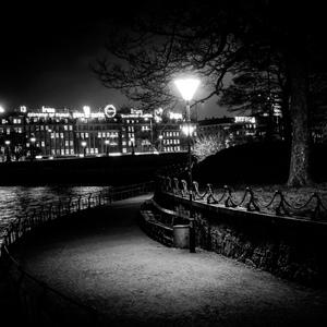 Noc v parku