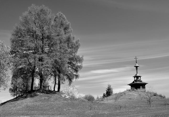 Zvonička nad Lutišmi