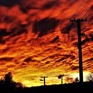 oblaky presvietené zospodu