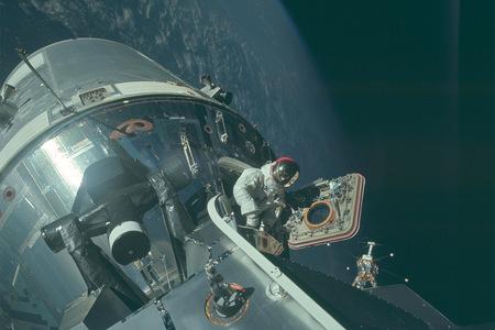 NASA zverejnila viac ako 8.000 HD fotografii z misií Appolo Moon