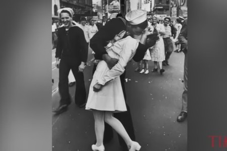 Sailor Who Kissed Woman In Iconic Times Square