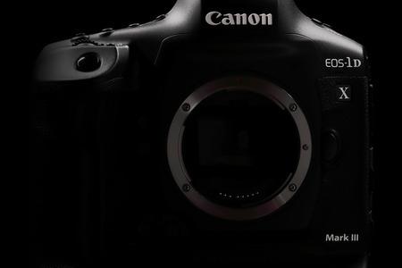 Canon dnes predstavil svoju najvýkonnejšiu zrkadlovku EOS-1D X Mark III, dva objektívy RF a ďalšie príslušenstvo