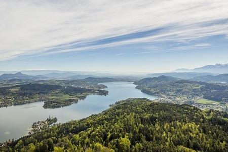Jazero s romantickými vilami