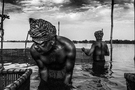Ty lovíš, ja fotím. Dokument o živote rybárov v Indii