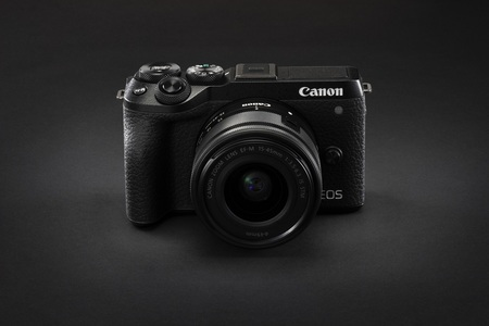 Canon rozširuje rad EOS o novú bezzrkadlovku a zrkadlovku + dva nové RF objektívy