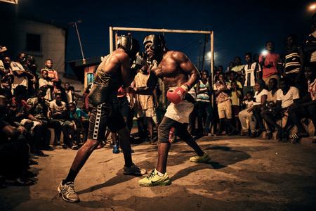Ray Demski odhaľuje brutálne dobrodružstvo boxerov z Bukomu