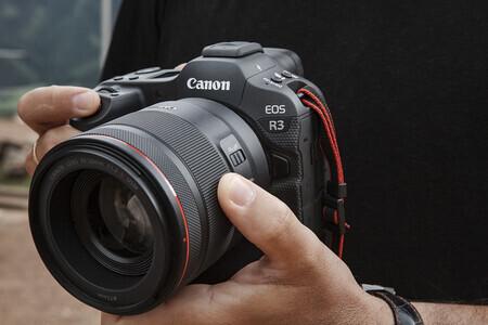 Canon predstavuje nového športového šampióna EOS R3 a dvojicu nových objektívov RF