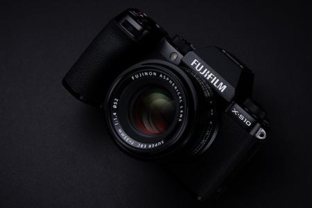 Fujifilm X-S10 - praktickejší ako X-T30
