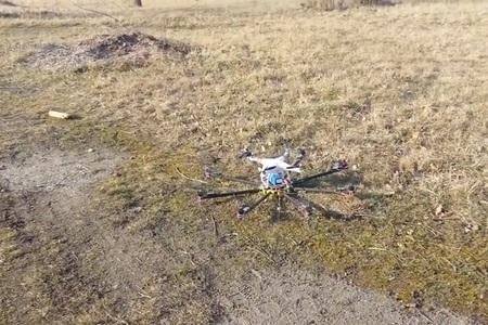 Létající heliport - DJI Phantom startuje z letící Oktokoptéry